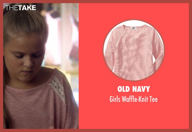 Old Navy pink tee from Nashville seen with Daphne Conrad (Maisy Stella)