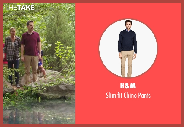 H&M beige pants from Vacation seen with Ed Helms (Rusty Griswold)