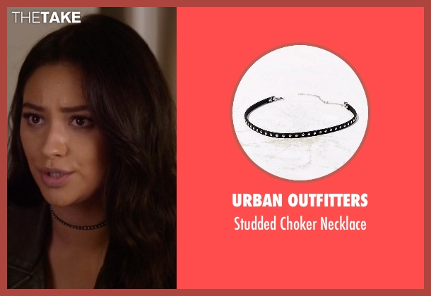 Urban Outfitters black necklace from Pretty Little Liars seen with Emily Fields (Shay Mitchell)