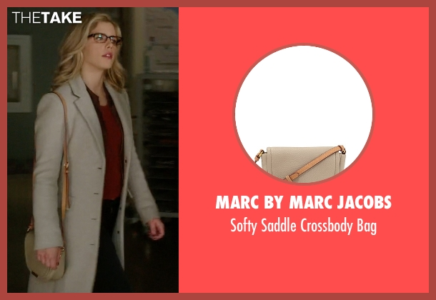Marc by Marc Jacobs white bag from Arrow seen with Felicity Smoak (Emily Bett Rickards)