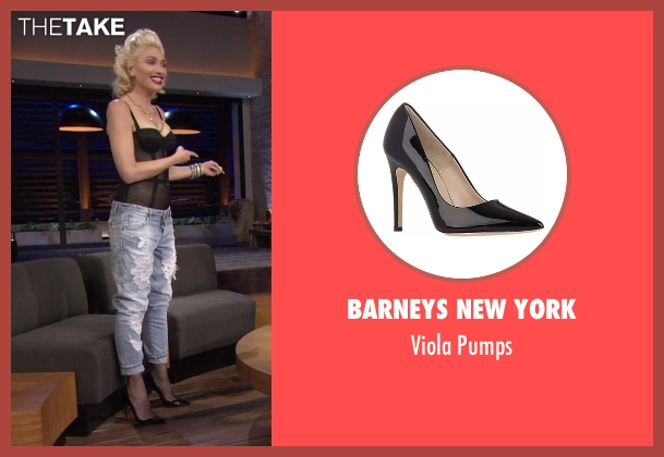 Barneys New York black pumps from Chelsea seen with Gwen Stefani