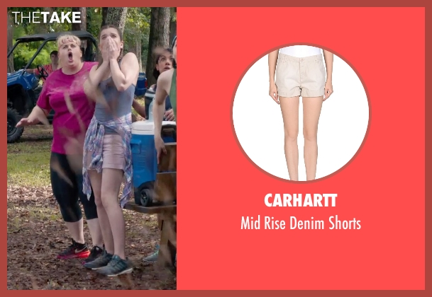 Carhartt beige shorts from Pitch Perfect 2 seen with Hailee Steinfeld (Emily Hobbs)