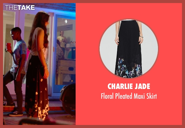 Charlie Jade black skirt from Pitch Perfect 2 seen with Hailee Steinfeld (Emily Hobbs)