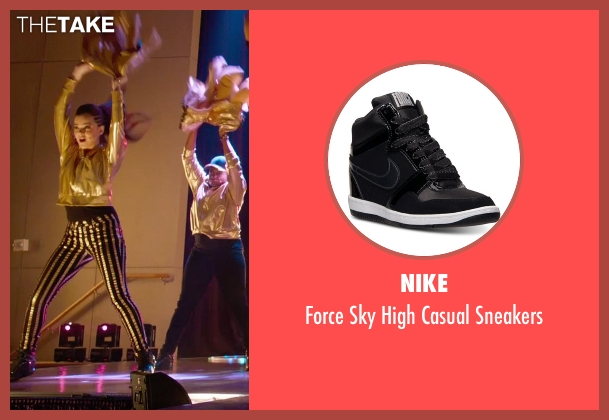 Nike black sneakers from Pitch Perfect 2 seen with Hailee Steinfeld (Emily Hobbs)