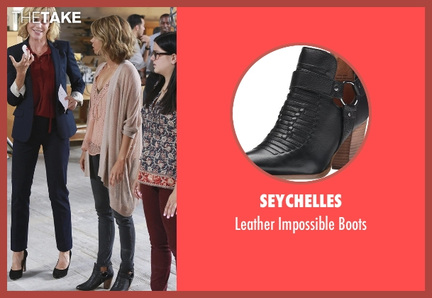 Seychelles black boots from Modern Family seen with Haley Dunphy (Sarah Hyland)