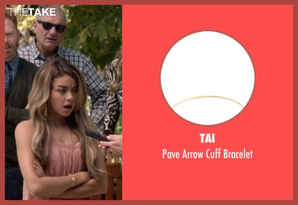 Tai gold bracelet from Modern Family seen with Haley Dunphy (Sarah Hyland)
