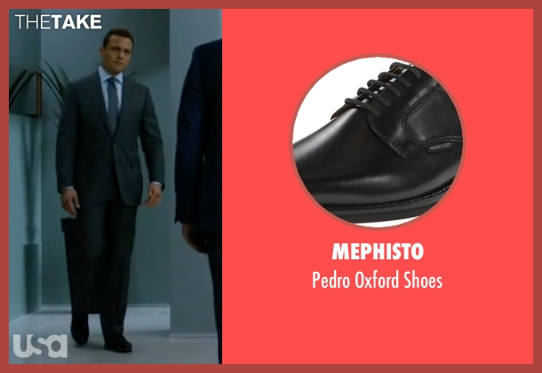 Mephisto black shoes from Suits seen with Harvey Specter (Gabriel Macht)