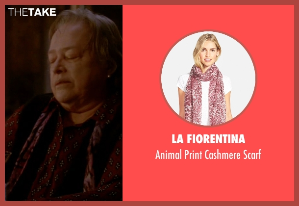 La Fiorentina pink scarf from American Horror Story seen with Iris (Kathy Bates)