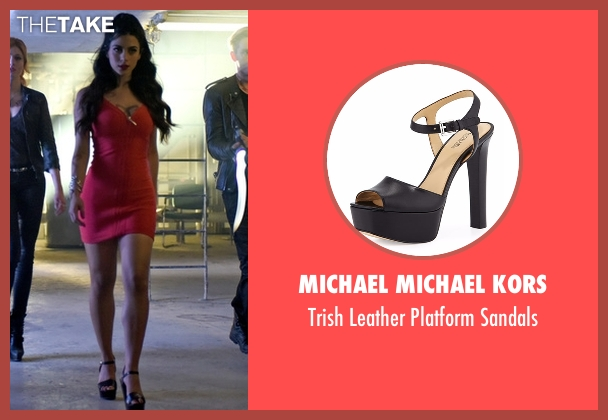 Michael Michael Kors black sandals from Shadowhunters seen with Isabelle Lightwood (Emeraude Toubia)