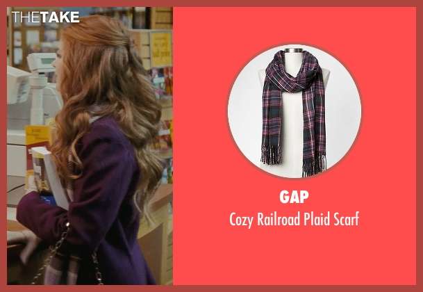 Gap purple scarf from Confessions of a Shopaholic seen with Isla Fisher (Rebecca Bloomwood)