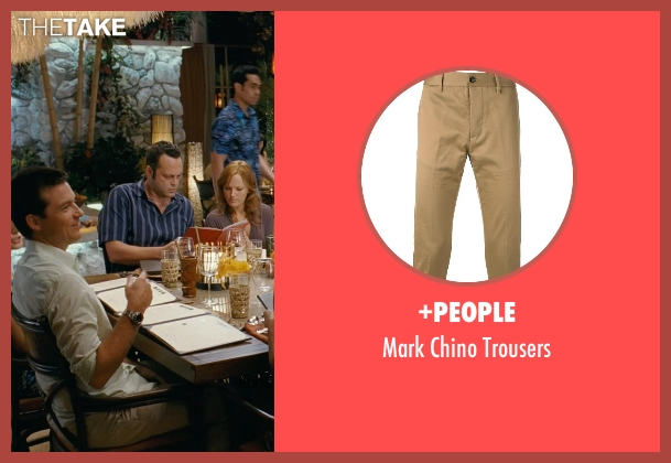 +People beige trousers from Couple's Retreat seen with Jason Bateman (Jason Smith)
