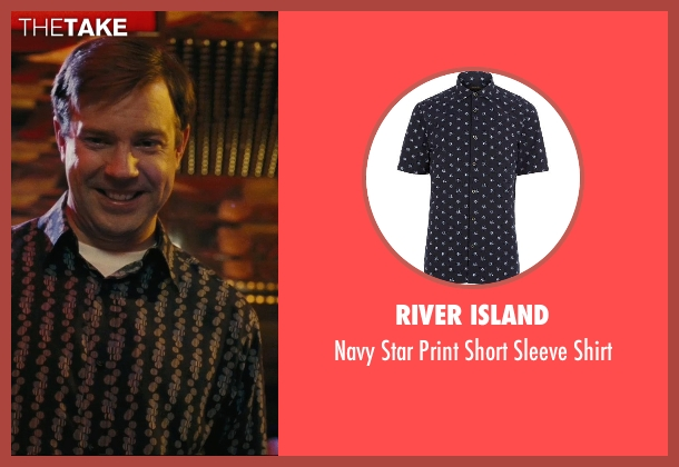 River Island blue shirt from Hall Pass seen with Jason Sudeikis (Fred)
