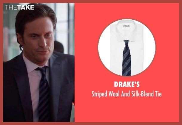 Drake's blue tie from Nashville seen with Jeff Fordham    (Oliver Hudson)