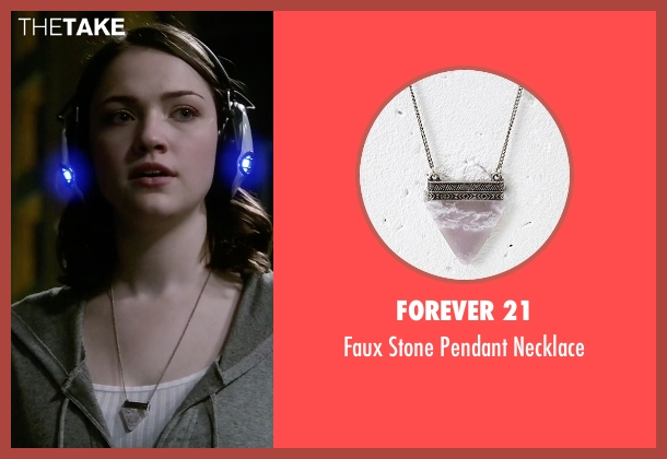 Forever 21 silver necklace from The Flash seen with Jesse Wells  (Violett Beane)