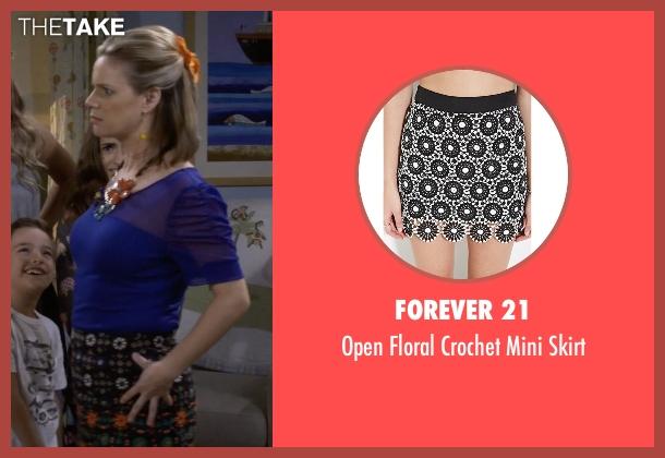 Forever 21 black skirt from Fuller House seen with Kimmy Gibbler (Andrea Barber)