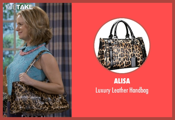 Alisa brown handbag from Fuller House seen with Kimmy Gibbler (Andrea Barber)