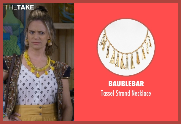 Baublebar gold necklace from Fuller House seen with Kimmy Gibbler (Andrea Barber)