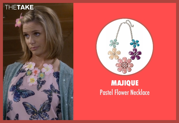 Majique gold necklace from Fuller House seen with Kimmy Gibbler (Andrea Barber)