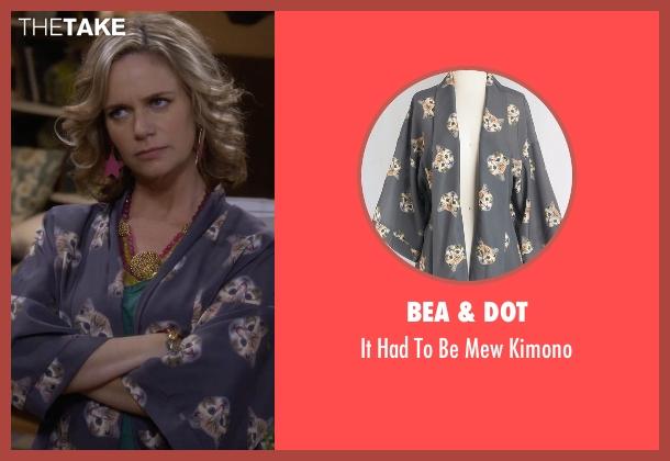 Bea & Dot gray kimono from Fuller House seen with Kimmy Gibbler (Andrea Barber)