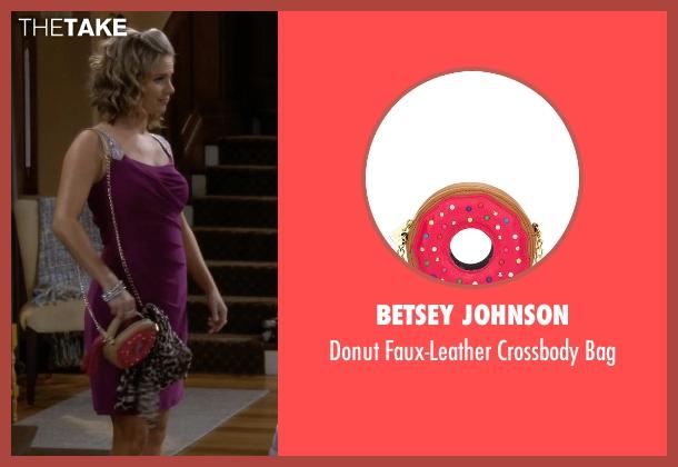 Betsey Johnson pink bag from Fuller House seen with Kimmy Gibbler (Andrea Barber)