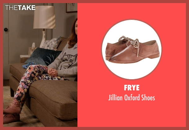 Frye beige shoes from Unbreakable Kimmy Schmidt seen with Kimmy Schmidt (Ellie Kemper)