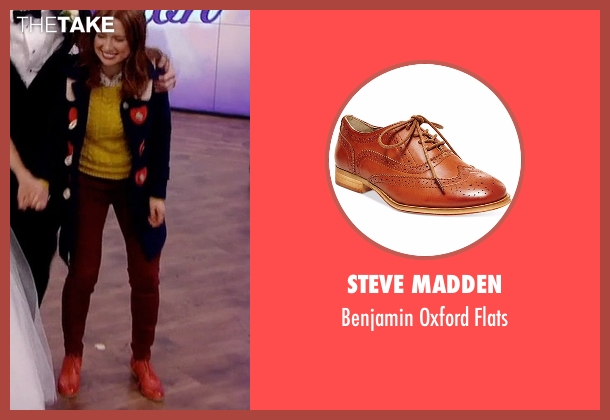 Steve Madden brown flats from Unbreakable Kimmy Schmidt seen with Kimmy Schmidt (Ellie Kemper)
