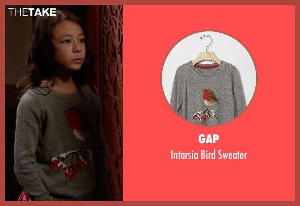 Gap gray sweater from Modern Family seen with Lily Tucker-Pritchett (Aubrey Anderson-Emmons)