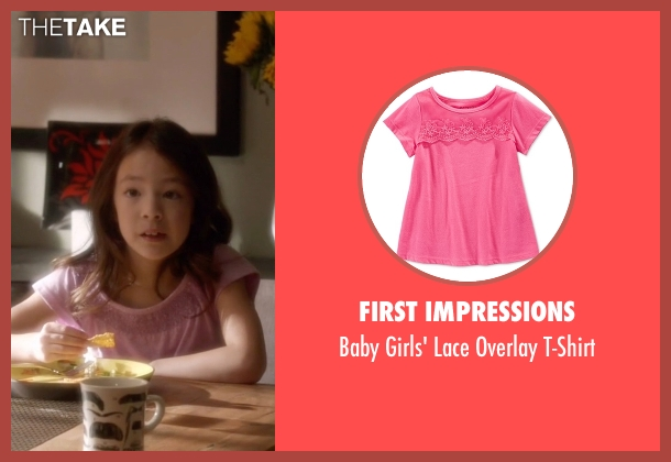 First Impressions pink t-shirt from Modern Family seen with Lily Tucker-Pritchett (Aubrey Anderson-Emmons)
