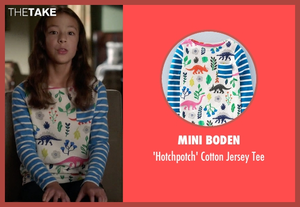 Mini Boden white tee from Modern Family seen with Lily Tucker-Pritchett (Aubrey Anderson-Emmons)