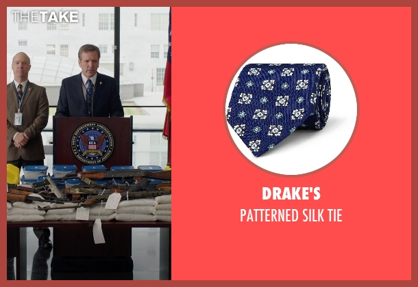 DRAKE'S blue tie from Sabotage seen with Martin Donovan (Floyd Demel)