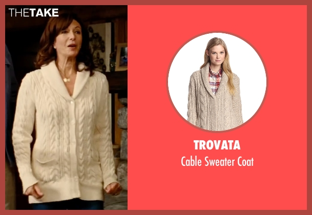 Trovata beige coat from The Proposal seen with Mary Steenburgen (Grace Paxton)