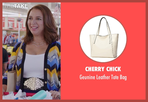 Bric's beige bag from Sisters seen with Maya Rudolph (Brinda)