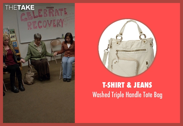 T-Shirt & Jeans beige bag from Captive seen with Mimi Rogers (Kim Rogers)
