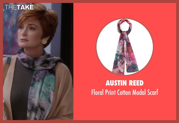 Austin Reed black scarf from The Mindy Project seen with Mrs. Guterman (Carolyn Hennesy)