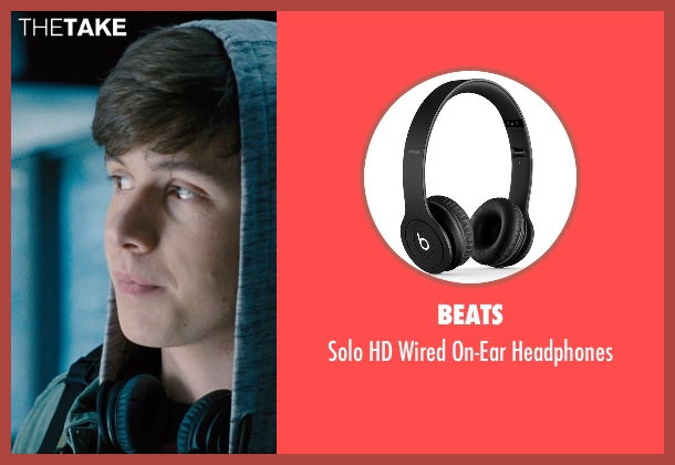 Beats black headphones from Jurassic World seen with Nick Robinson (Zach)