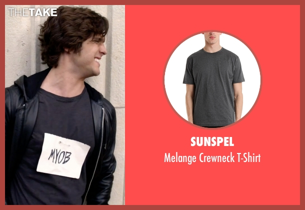 Sunspel gray t-shirt from Scream Queens seen with Pete Martinez (Diego Boneta)