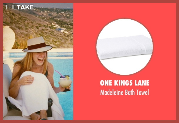 One Kings Lane white towel from Sex and the City seen with Sarah Jessica Parker (Carrie Bradshaw)