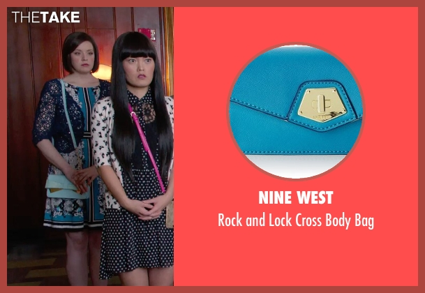 Nine West blue bag from Pitch Perfect 2 seen with Shelley Regner (Ashley)