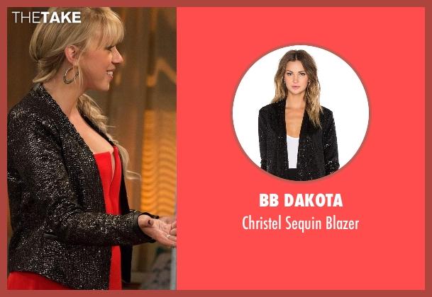 BB Dakota black blazer from Fuller House seen with Stephanie Tanner (Jodie Sweetin)