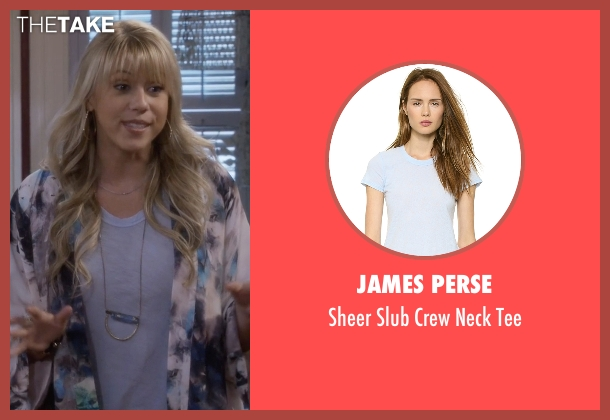 James Perse blue tee from Fuller House seen with Stephanie Tanner (Jodie Sweetin)