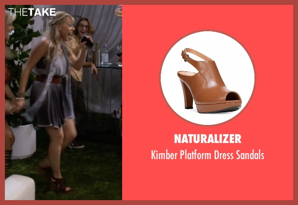 Naturalizer brown sandals from Fuller House seen with Stephanie Tanner (Jodie Sweetin)
