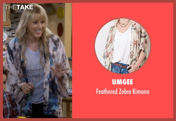 Umgee kimono from Fuller House seen with Stephanie Tanner (Jodie Sweetin)