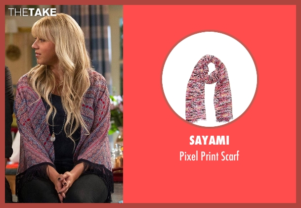 Sayami pink scarf from Fuller House seen with Stephanie Tanner (Jodie Sweetin)