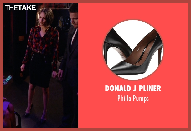 Donald J Pliner black pumps from Arrow seen with Thea Queen / Speedy (Willa Holland)