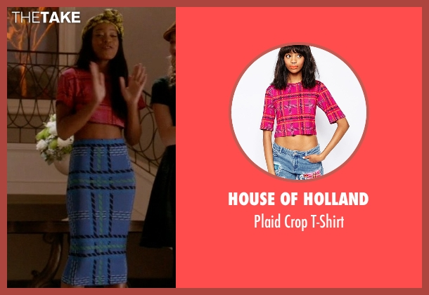 House of Holland pink t-shirt from Scream Queens seen with Zayday Williams (Keke Palmer)