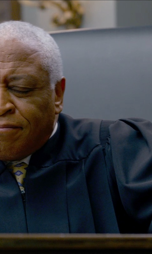 Ron Canada with Judicial Shop Magisterial Judge Robe in Ted 2
