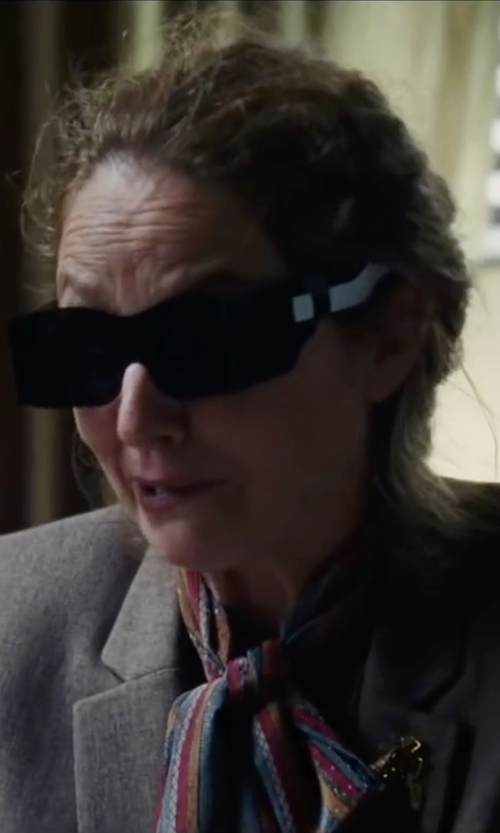 Melissa Leo with Magnifying Aids Solar Shield Fit Sunglasses in The Big Short