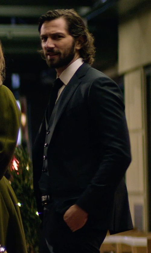Michiel Huisman with Reiss Bowles Peak Lapel Textured Suit in The Age of Adaline