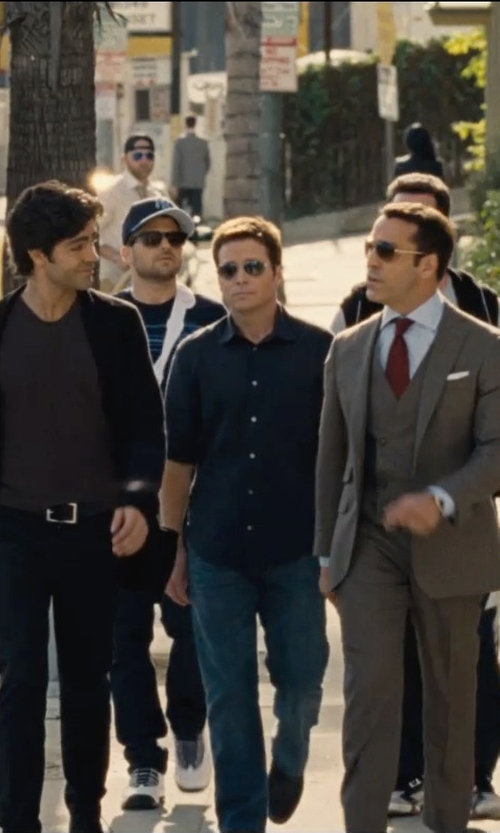Kevin Connolly with Ray-Ban Aviator Large Metal Sunglasses in Entourage