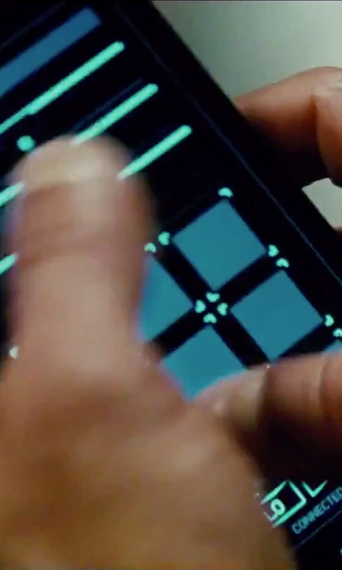 Jeremy Renner with Microsoft Nokia Lumia 930 in Mission: Impossible - Rogue Nation